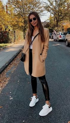 simple winter outfits to make getting dressed easy style inspiration winte 16 ~ Modern House Design Source by destinypastermack winter outfits casual simple Simple Winter Outfits, Winter Fashion Outfits, Autumn Winter Fashion, Fall Outfits, Casual Outfits, Fashionable Outfits, Autumn Style, Fashion Spring, Dress Fashion