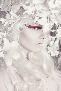 ❀ Flower Maiden Fantasy ❀ beautiful photography of women and flowers - Fae Shades Of White, Black And White, Pure White, Editorial Photography, Fashion Photography, Arte Yin Yang, Foto Fashion, Portraits, Portrait Paintings