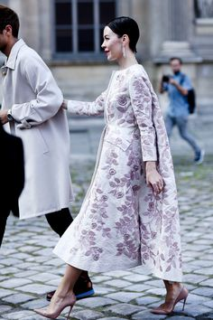 The Best Street Snaps at Paris Fashion Week A classic peacoat pales in comparison with a dramatic style like this lavender beauty on Ulyana Sergeenko. Fashion Week Paris, Fashion 2020, Star Fashion, Fashion Photo, Street Fashion, Street Style, Street Chic, Paris Street, Ulyana Sergeenko