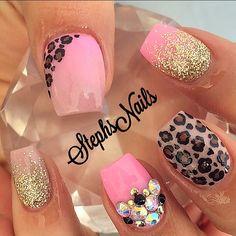 Instagram photo of acrylic nails by _stephsnails_