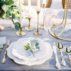 Ethreal tablescape featuring gray tulle linen, scalloped patterned white plates, gold flatware, crystal champagne flutes, and brass candlesticks. Wedding Reception Backdrop, Wedding Ceremony Decorations, Wedding Venues, Round Wedding Tables, Wedding Plates, Pink Table Decorations, Simple Wedding Centerpieces, Unique Wedding Invitations, Wedding Card