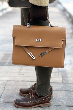 Hermès Kelly Depechè Briefcase. Graduation gift idea!! ;) I would look so smart with this right?