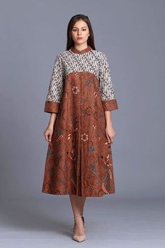 Thrifty ads online,tell them we sent you and get a discount, Source by kipaw batik African Print Dresses, African Fashion Dresses, African Dress, Ankara Dress, Blouse Batik, Batik Dress, Batik Kebaya, Batik Fashion, Hijab Fashion