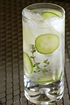 cocktail thyme lime fizz