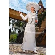This is the girls' dream suit! Mariachi Suit, Charro Dresses, Charro Quinceanera Dresses, Mexican Dresses, Mexican Style, Girls Dream, Formal, White Dress, Gowns