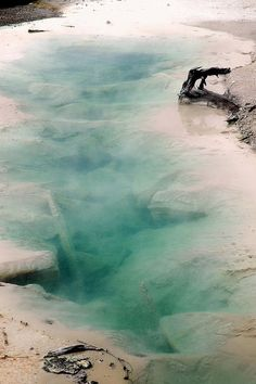 Aqua Fissure, Yellowstone National Park. By Jean Hirsch