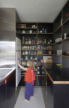 Raised refrigerator/fridge Potts Point Apartment / Anthony Gill Architects