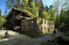 Kudy z nudy - Dolský mlýn v Českém Švýcarsku Haunted Places, Czech Republic, Mystic, Mount Rushmore, Mountains, Country, Beautiful, Travelling, Rocks