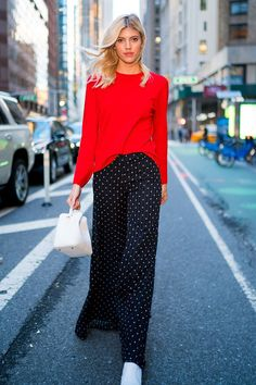 3 Spiritual Cool Ideas: Fashion Jeans Drawing fashion tips for kids.Korean Fashion Hacks fashion plus size skirt.Fashion Tips For Women Plus Size. Rote Pullover Outfit, Red Sweater Outfit, Sweater Fashion, Stylish Outfits, Fashion Outfits, Womens Fashion, Fashion Tips, Fashion Design, Fashion Trends