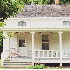 """""""It could not me more gorgeous weather for a fall market!! Come see us (and all these beautiful historic houses TOMORROW! Main Street Market opens at 9!…"""""""