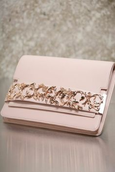 pochette-lacoste-femme-ou-pochette-longchamp-femme-rose-pale-pochette-de-luxe