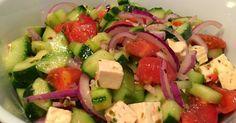 Lekker eten met Marlon: Griekse salade met tomaten, komkommer, witte kaas en rode ui
