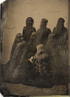 Mourning Portrait of Eight Unidentified Women with incredibly Long Hair, ca. Tintype, International Center of Photography. Vintage Pictures, Old Pictures, Old Photos, Antique Photos, Photo Vintage, Memento Mori, Vintage Hairstyles, Victorian Hairstyles, Belle Epoque