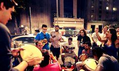 Evento convida todos a participar do churrasco na rua, que acontece próximo ao MASP e ao Parque Trianon com diversão e samba.