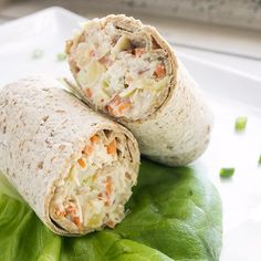 Pineapple chicken salad sandwich A light lunch that offers great, refreshing flavor. This wrap is a great change up from the ordinary lunchmeat sandwich, and your family will be begging for this low calorie wrap to get them through midday hunger! Healthy Snacks, Healthy Eating, Healthy Recipes, Simple Recipes, Chicken Salad With Pineapple, Pineapple Salad, No Heat Lunch, Lunch Recipes, Cooking Recipes
