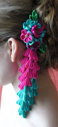 A little bouquet on hair by Harukichi-san, via Flickr