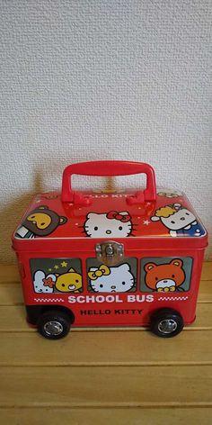 2005年 ハローキティ school bus スクールバス キティちゃん バス型 バス 缶 ボックス大きさ約11.5cm×約19cm×約13cm中古品及び経年保管品になります。外観に薄汚れ、薄傷、金具部の汚れやサビ缶、バスの後部側に凹み傷があります。中に汚れがあります。ご理解いただける方宜しくお願いいたします。ゆうパック60サイズ定形外510円