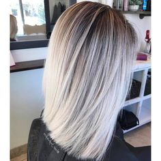 Here's Every Last Bit of Balayage Blonde Hair Color Inspiration You Need. balayage is a freehand painting technique, usually focusing on the top layer of hair, resulting in a more natural and dimensional approach to highlighting. Hair Color For Black Hair, Ombre Hair Color, Hair Color Balayage, Blonde Color, Cool Hair Color, Hair Highlights, Hair Colour, Balayage Beige, Ash Blonde Balayage Short