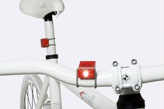 bookman light  Simply pull the cord around the saddle pole or handlebar and place it in the groove on the top.