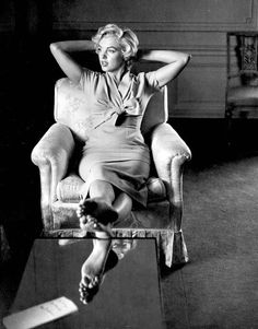 """""""Marilyn by Sam Shaw in September 1954. """""""