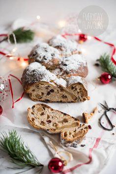 Stollen to tradycyjna strucla bożonarodzeniowa nadziewana marcepan. W większości przypadków formuję się go w dość płaski placek przypomina...