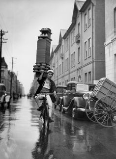 Delivery of Soba in Tokyo - via History in Pictures on Twitter