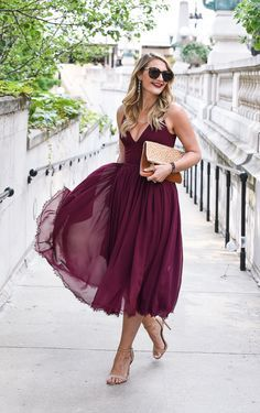 If you're looking for the perfect fall wedding guest dress, here is your guide to showing up stylishly dressed. So many affordable options! #fallfashion #fallwedding #dressguide Visions of Vogue blog