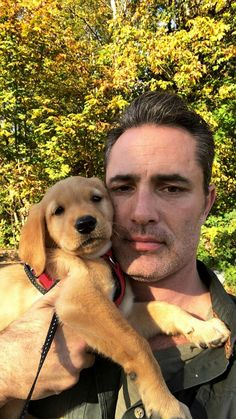 His so cute!😍 Victor Webster with the dog Hallmark Mysteries, Victor Webster, Hallmark Channel, Romance Novels, Sexy Men, Labrador Retriever, Eye Candy, Mystery, Handsome
