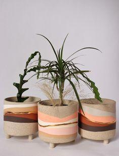 Painted Plant Pots, Painted Flower Pots, Keramik Design, Fleurs Diy, Cement Pots, Diy Décoration, Terracotta Pots, Terracotta Paint, Pottery Painting