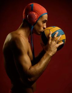 Love the ball... Senior Session, Senior Portraits, Senior Pictures, Waterpolo, Water Polo Players, Purple Wallpaper Iphone, Keep Swimming, Team Pictures, Boys Playing