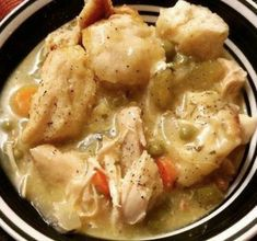 Crockpot chicken and dumplings Ingredients: 4 boneless skinless chicken breast 1 can chicken broth 2 cans cream of chicken sliced carrots sliced celery can peas onion crumbled bacon parsley garlic powder salt and pepper 1 can flaky biscuits Slow Cooker Huhn, Slow Cooker Recipes, Crockpot Recipes, Chicken Recipes, Cooking Recipes, Delicious Recipes, Easy Recipes, Crockpot Dishes, Turkey Recipes
