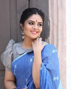 23 Trendy Full Neck Blouse Designs of This Year : Want to check out best full neck blouse designs of this year? Here are 23 latest models you can wear with any saree! Blouse Back Neck Designs, Simple Blouse Designs, Stylish Blouse Design, Sari Blouse Designs, Saree Blouse Patterns, Designer Blouse Patterns, Blouse Styles, Saree Jacket Designs Latest, Black Blouse Designs