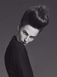 New Shape - Notícia - Dia-a-Dia Revista New Shape, Editorial, Voluminous Hair, Middle Ages, Hair Trends, Fashion Editorials