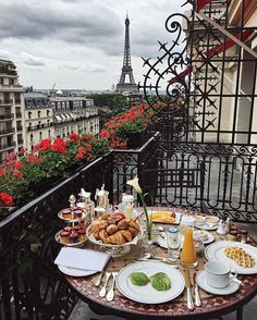 Dreamy breakfast on my last morning in Paris. @plaza_athenee  #dcmoments