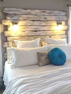 Diy pallet headboard with lights in 2019 Pallet Home Decor, Diy Home Decor Rustic, Unique Home Decor, Home Decor Items, Cheap Home Decor, Diy Pallet, Pallet Wood, Pallet Projects, Pallet Ideas