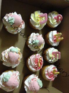 Vanilla & chocolate cupcakes w/cream filling and fondant deco.