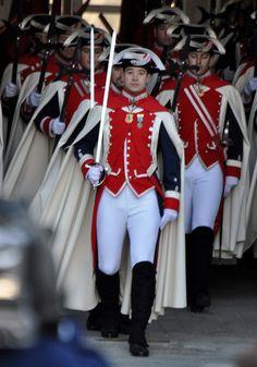 Military Men, Military Outfits, Military Uniforms, Men's Fashion, Hot Cops, Police, Uniform Design, Men In Uniform, Looks Style