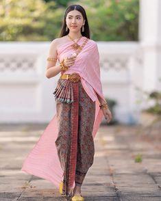Thailand Costume, Thailand Outfit, Thailand Fashion, Food Thailand, Thailand Flag, Thailand Vacation, Thailand Photos, Phuket Thailand, Thailand Travel