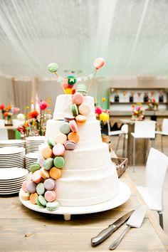 Bruidstaart met macarons Frosting, Icing, Diy Wedding, Wedding Cakes, Cake Pops, Macarons, Cake Decorating, Wedding Inspiration, Birthday Cake