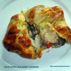 La meilleure recette de FEUILLETÉS AUX SAINT-JACQUES! L'essayer, c'est l'adopter! 5.0/5 (4 votes), 8 Commentaires. Ingrédients: 500 g de noix de Saint-Jacques -200 g de champignons de Paris-2 échalotes -2 rouleaux de pâte feuilletée -30 g de farine -50 g de beurre -40 cl de lait -1 filet de jus de citron -2 jaunes d'oeufs -sel, poivre Coquille Saint Jacques, Lasagna, Entrees, Seafood, Recipies, Food And Drink, Menu, Cooking Recipes, Ethnic Recipes