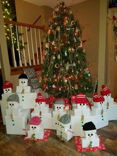 Unique creative christmas ideas for kids wrapping decorations ideas snowman crafts Frugal Christmas, Cheap Christmas, Christmas Gift Box, Simple Christmas, Kids Christmas, Christmas Presents, Minimal Christmas, Christmas 2019, Christmas Christmas