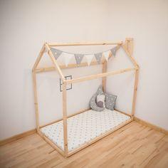 lit cabane inspiration montessori ras du sol chambre enfant pinterest lit cabane le sol. Black Bedroom Furniture Sets. Home Design Ideas