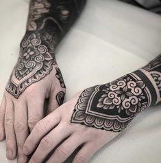 Mandala Hand Tattoos, Side Hand Tattoos, Wrist Tattoos For Guys, Wrist Tattoos For Women, Mens Hand Tattoos, Tribal Hand Tattoos, Black Tattoo Art, Black Tattoos, Body Art Tattoos