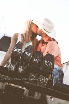 Engagement photos country – Country engagement pictures – Country wedding decorations – Wedding – Those 4 Boys 1 Mama Wedding Pics, Wedding Engagement, Dream Wedding, Engagement Ideas, Wedding Bride, Wedding Boots, Godly Wedding, Fall Wedding, Wedding Reception