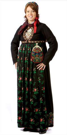 Festbunad Flå, Hallingdal, Norge Folk Costume, Costumes, My Heritage, Headgear, Norway, Bohemian, Scandinavian, Skirts, Oslo