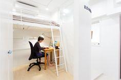 「孤立する部屋を作らない」という考えを元に、個室は引き戸にしています。開放しておけば玄関側のお部屋でも家族の気配を感じられますね。#S様邸多摩川 #子供部屋 #ファミリー #シンプルな暮らし #ファミリー #EcoDeco #エコデコ #インテリア #リノベーション #renovation #東京 #福岡 #福岡リノベーション #福岡設計事務所 Furnitures, Loft, House Styles, Home Decor, Decoration Home, Room Decor, Lofts, Home Interior Design, Attic Rooms