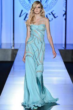 Versace Haute Couture Fall 2012 Returns to the Ritz, Debuts New Jewelry Line - theFashionSpot Fashion Week, Fashion Models, Fashion Show, Fashion Design, Fashion Fall, Fashion Trends, Style Haute Couture, Couture Fashion, Beautiful Gowns