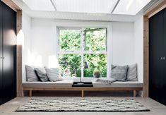 Lyst rum med ovenlysvinduer