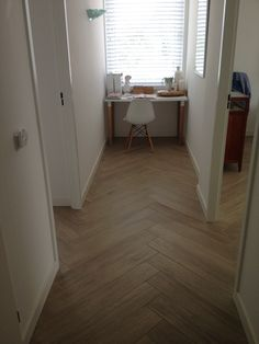 Like the color tile woodlook floor. Parquetry Floor, Wood Floor Design, Pvc Flooring, Engineered Wood Floors, Color Tile, Interior Design Inspiration, Home Renovation, Home And Family, Sweet Home