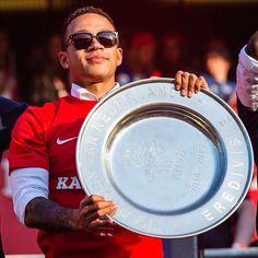 Memphis Depay landskampioen 2015 met PSV Memphis Depay, Soccer, Van, Eindhoven, Boys, Baby Boys, Futbol, European Football, European Soccer